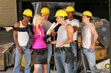 Разнорабочие грузчики рабочие